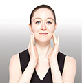 Masajea suavemente cualquier resto de producto en la piel. Desecha la mascarilla. No es reusable.