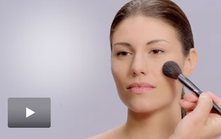 Watch Global Makeup Artist Luis Casco use Mary Kay brushes.