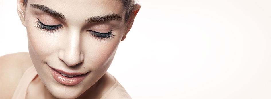 Learn how Mary Kay Eyeliner can help you create an everyday look or a more dramatic look.